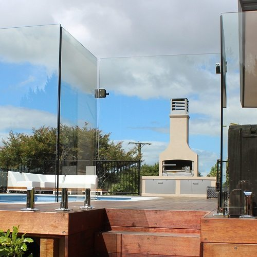 Frameless glass fencing wayne and leanne wilson for Glass pool gate