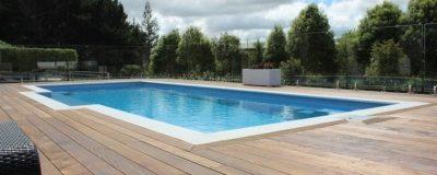 Fully frameless pool glass fence