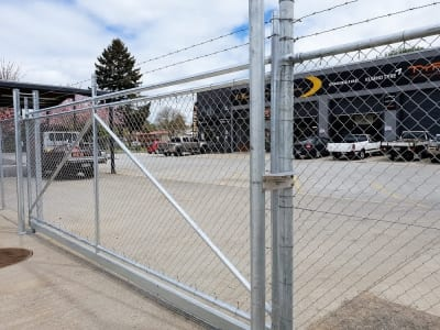 Close sliding gate chainlink fence