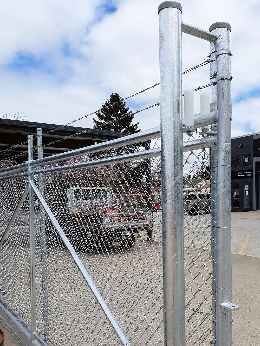 Commerical sliding chainlink gate