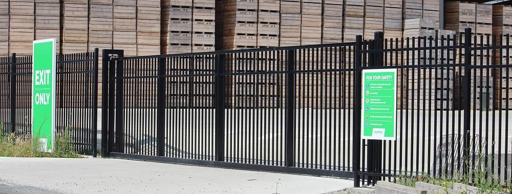 Aluminium panel sliding gate