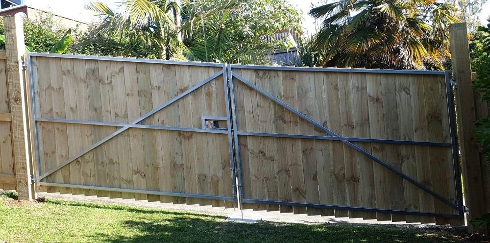 Custom raking gates timber