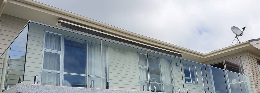 Glass balustrade wih top stainless steel rail