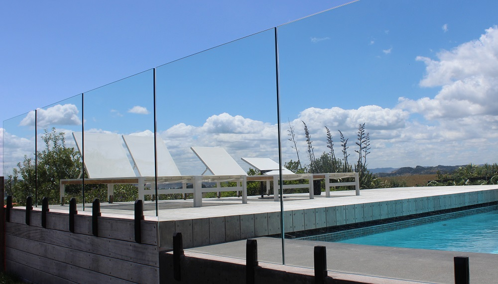 Pool glass fence