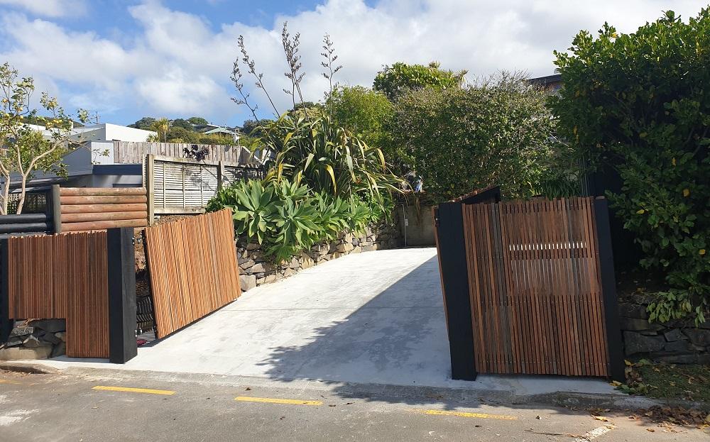 Rising hardwood gate