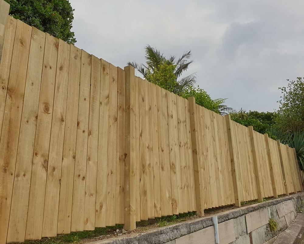 Timber fence raking